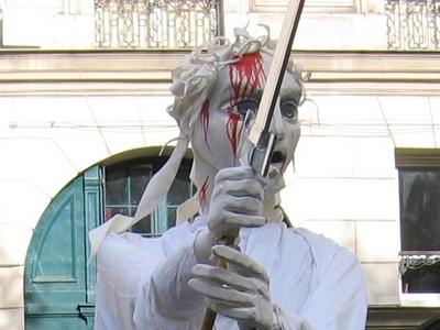 Détail de la marionette géante du théâtre du soleil lors des manifestations sur les retraites en 2010...